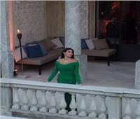 إطلالة ياسمين صبري من شرفة قصر خارج مصر تثير الجدل  فيديو