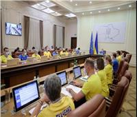 بعد التأهل لربع نهائي اليورو.. حكومة أوكرانيا بقميص المنتخب خلال اجتماع وزاري