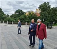 بعد أنباء منعه من السفر.. شاهد أول ظهور لـ«زاهي حواس» في روسيا