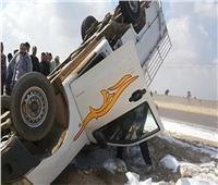 «المرور» يرفع آثار حطام سيارة انقلبت بطريق الواحات