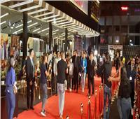 وصول كريم عبد العزيز للعرض الخاص لفيلمه «البعض لا يذهب للمأذون مرتين»|| صور