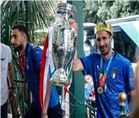 منتخب إيطاليا يصل روما بكأس أوروبا| صور وفيديو