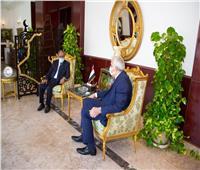 بالصور ..سفير العراق يَلْتَقي الأَمين العَام لِمَجْلس الوحْدة الاقتصادية العربِية