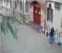 لص يسرق صندوق زكاة من مسجد بالمعصرة| فيديو