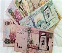 تباين سعر الريال السعودي في البنوك المحلية بداية تعاملات الأربعاء