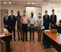 رئيس جامعة بورسعيد يناقش مشروعات التخرج لطلبة هندسة