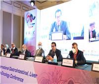 وزير التعليم العالي يشيد بجهود العلماء المشاركين في طب الأورام والجراحة