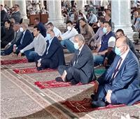 ٤ وزراء ومحافظ القاهرة يؤدون صلاة الجمعة بمسجد عمرو بن العاص