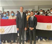 بطائرة خاصة.. سفارتنا في طرابلس تنجح في إعادة 140 مصرياً عالقاً في ليبيا