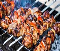 عشاق «الباربيكيو» ينعشون سوق «الشوّايات» قبل عيد الأضحى   فيديو
