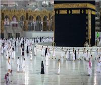 رئاسة المسجد الحرام تجري أعمال صيانة وتنظيف لإطار الحجر الأسود