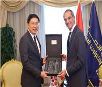 وزير الاتصالات: تعزيز التعاون بين مصر وسنغافورة في «التكنولوجيا البازغة»