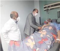 محافظ أسوان يطمئن على الحالة الصحية لـ«نقيب الأشراف» بالمستشفى الجامعي