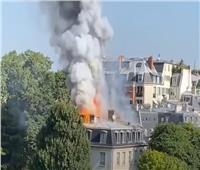 حريق بالقرب من مقر إقامة رئيس وزراء فرنسا | فيديو