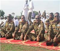رئيس هيئة الأركان السوداني يؤدي صلاة العيد بالفشقة