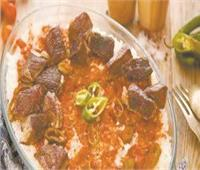 أكلات الأضحي  الشرقاوية يتنافسون صباح العيد لصنع صوانى «فتة الرقاق واللحم المسلوق»