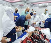 «صحة الشرقية» يقدم الحلوي لفرق تطعيم المواطنين بلقاح كورونا