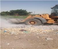 رفع 40 طن مخلفات وحملات على الطريق الزراعي وجانبي الترع والمصارف بالمنيا