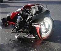 إصابةأب وطفليهفي تصادم تروسيكل ودراجة نارية بالبحيرة
