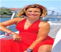 منة فضالي تستعرض أناقتها باللون الأحمر في جلسة تصوير لها