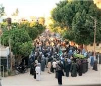 3 نعوش وأم وأب غابا عن جنازة أطفالهما.. مشاهد مؤلمة لضحايا التسمم بقنا