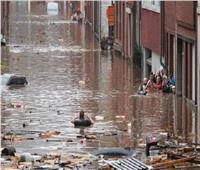 السكان يحصون أضرار السيول في دينانت البلجيكية