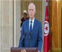 الرئيس التونسي يعفي رئيس الوزراء من منصبه.. ويجمد البرلمان