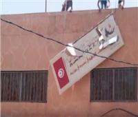 تونس.. اقتحام مقر حركة النهضة الإخوانية بولاية قبلي وإحراقه
