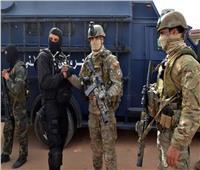 الجيش التونسي يطوق مبنى التليفزيون.. وينتشر في شوارع العاصمة