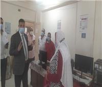 رئيس مدينة المنيا يتابع انتظام العمل بالإدارات بعد إجازة العيد
