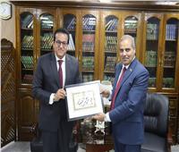 رئيس جامعة الأزهر يكرموزيري التعليم العالي والتربية والتعليم