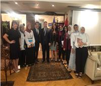 سفير تشيلي بالقاهرة يكرم طلبة مصريين بعد ترجمة فيديو لمضيق ماجلان