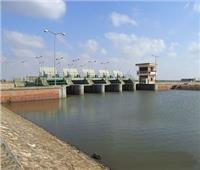 محافظ بورسعيد يتابع العمل في «محطة رفع السلام 1» بمنطقة بحر البقر