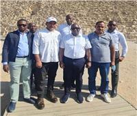 رئيس وزراء الكونغو خلال زيارته للأهرامات: سعداء برؤية هذه الآثار العظيمة | صور