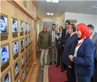 على هامش احتفالات الإسكندرية بعيدها القومي.. محمد الشريف يفتتح جدارية جديدة