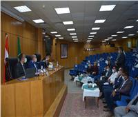 محافظ المنيا يناقش الموقف التنفيذي لكافة القطاعات الخدمية بمشروعات «حياة كريمة»