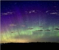مشهد رائع لـ«شفق قطبي أزرق» يظهر في سماء كندا