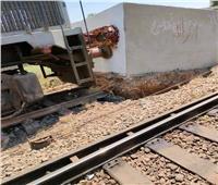 تفاصيل تصادم قطار ركاب بالصدادات الخرسانية بنجع حمادي   صور