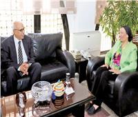 وزيرة البيئة: استراتيجية وطنية للحد من استخدام الأكياس البلاستيكية