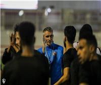 كارتيرون يعقد جلسة مع اللاعبين في مران الزمالك
