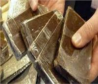 تاجر مخدرات يخفي 21 كيلو حشيش بـ«مخبأ سري».. ويسقط في «كمين العاشر»