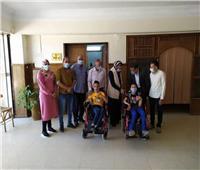 تسليم كراسي متحركة لعدد من ذوي الاحتياجات الخاصة بالوادي الجديد