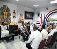 وكيل «تعليم أسوان» يلتقى أعضاء الاتحاد النوبي ويستجيب لبعض مطالبهم