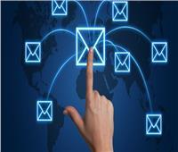 يحسن الحالة المزاجية لكبار السن.. إرسال الرسائل النصية ورسائل البريد الإلكتروني
