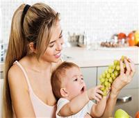 نصائح مهمة قبل إطعام العنب للرضع
