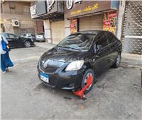 كلبشة السيارات المخالفة لقواعد المرور في الانتظار بالعمرانية  صور