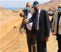 محافظ جنوب سيناء يتفقد مواقع العمل بتطوير الطريق الدائري بشرم الشيخ