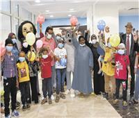 هدايا «الساحر» لأطفال مستشفى سرطان الأقصر