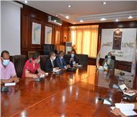 محافظ الأقصر يجتمع بمسئولي أجهزة المشروعات لبحث تحقيق التنمية الاقتصادية