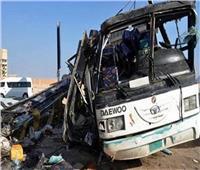إصابة 21 عاملا في حادث تصادم أتوبيس مع سيارة نقل على طريق السخنة